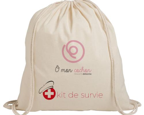 Objet Publicitaire sac en toile beige de kit de survie avec une croix rouge, avec le logo de ô mon cochon de l'instant détente