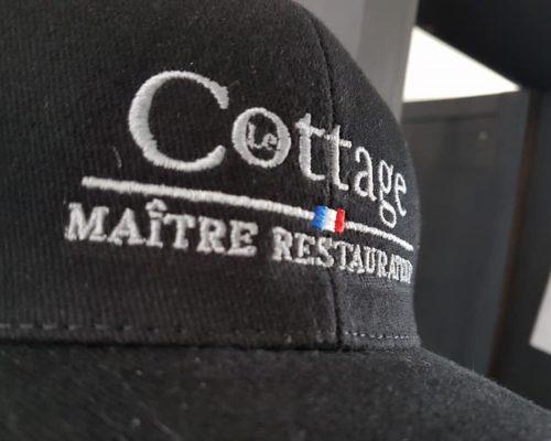 Impression textile sur casquette noir le cottage maître restaurant