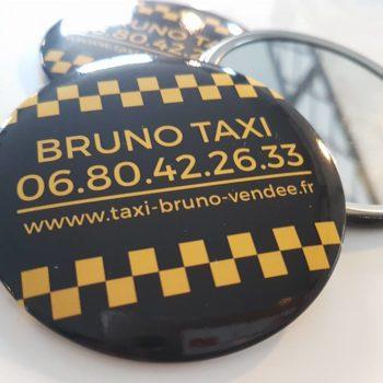 Objet Publicitaire 3 mirroirs à l'encers et un retourné au couleur jaune et noir avec un liseret aux carreaux jaune et noir. Bruno Taxi, 06 80 42 26 33 et avec le site www.taxi-bruno-vendee.fr