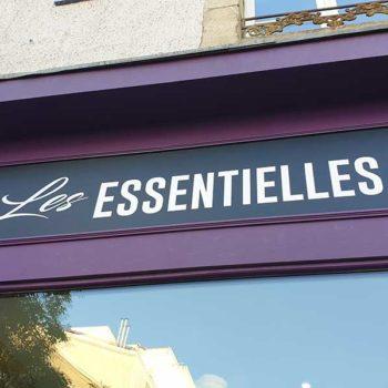 Creation et pose de l'enseigne du salon de coiffure les essentielles à la Roche su Yon